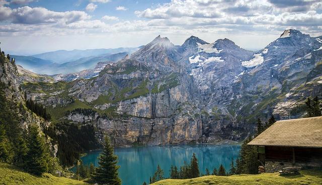 Camping in der Schweiz mit Bergen und See